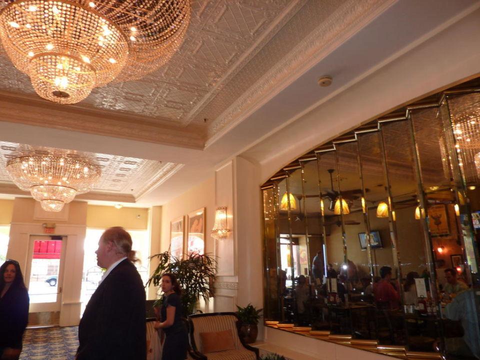 Hoteleingangszone rechts Bistro Hotel Ramada Gaslamp/Convention Center