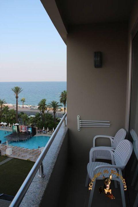 Zimmer 503, der enge Balkon Porto Bello Hotel Resort & Spa