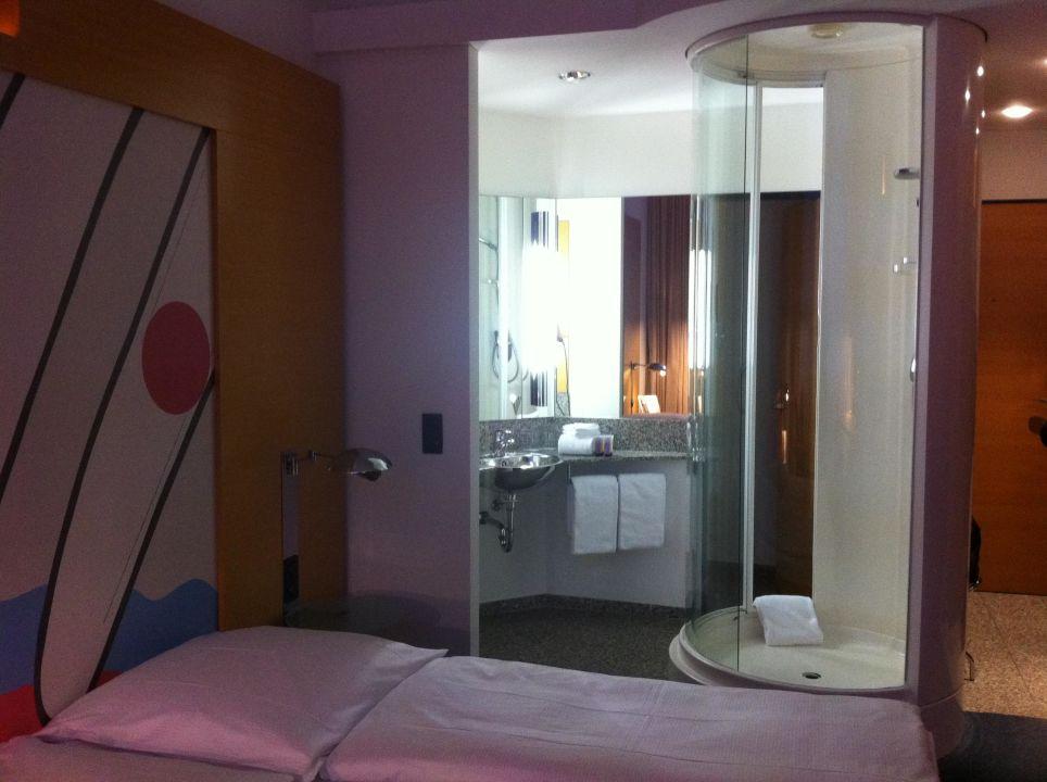 Bett mit Ottomane Novum Select Hotel Berlin Ostbahnhof