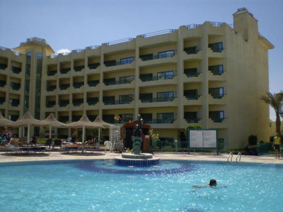 Pohled na bazén Hotelux Marina Beach Hurghada