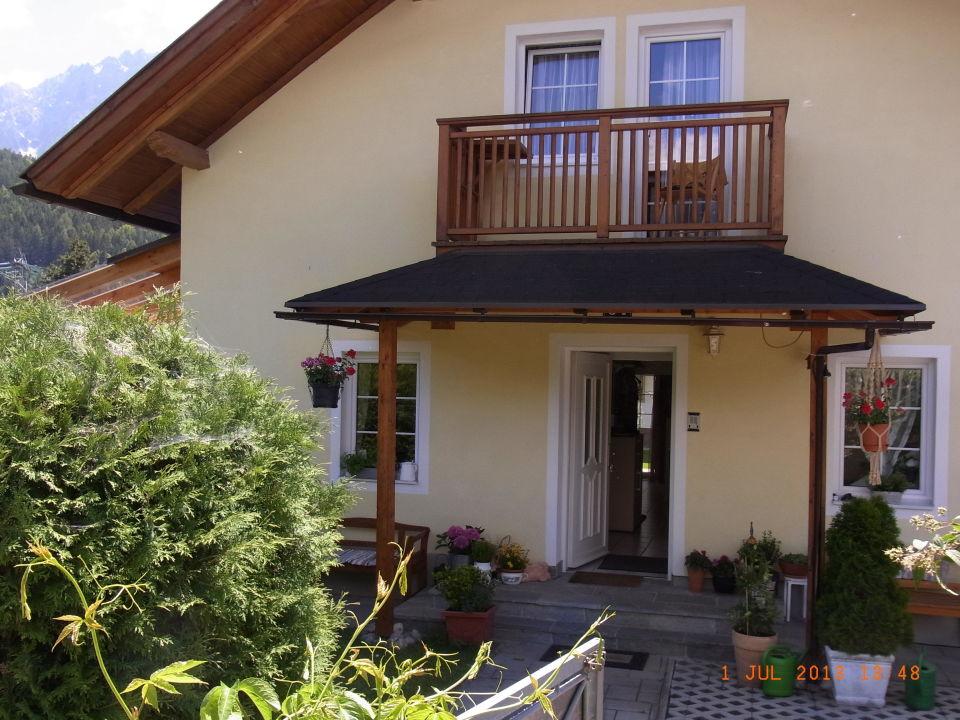 Hauseingang Balkon Im Obergeschoss Zu Den Alpen Ferienhaus