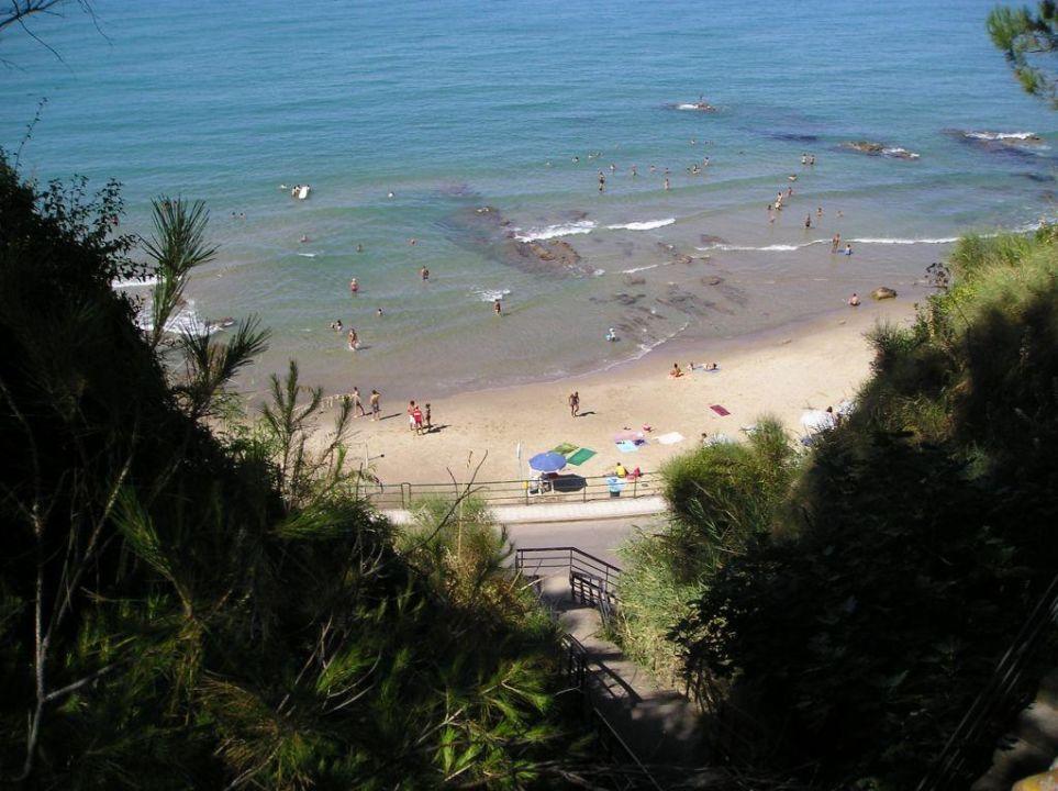 Die Treppe zum Strand Hotel Santa Lucia e Le Sabbie d'Oro