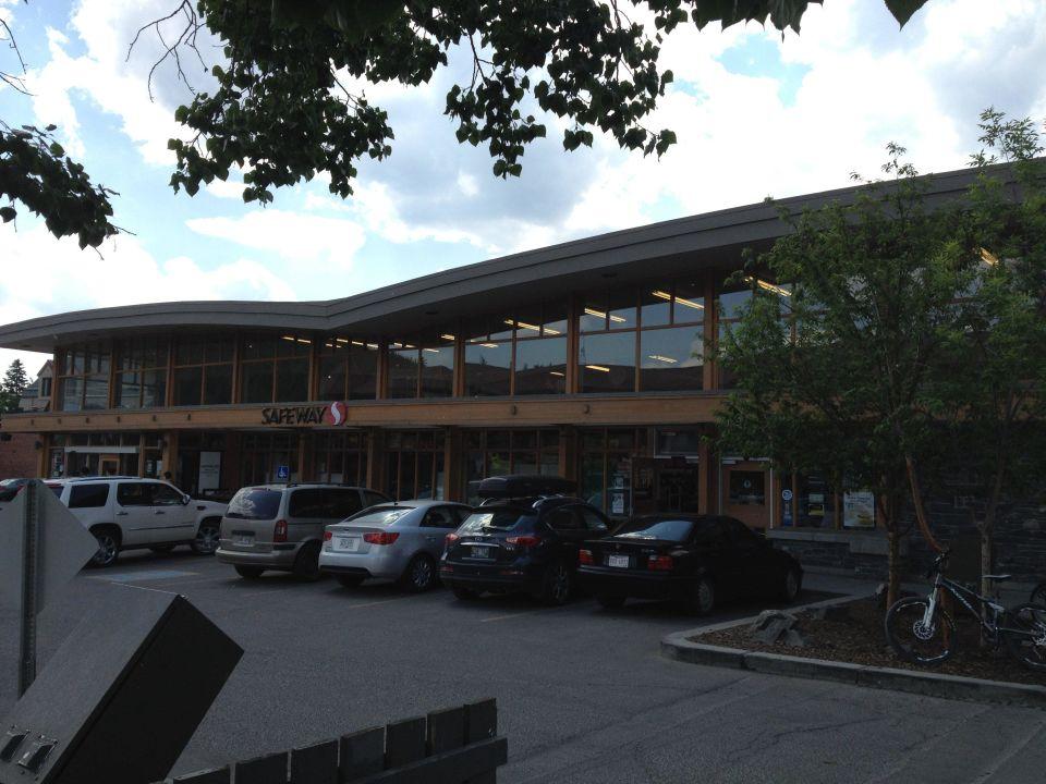 Bild Frontansicht Zu Hotel Banff Aspen Lodge In Banff