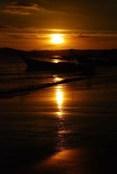 Sundown Peace Laguna Resort
