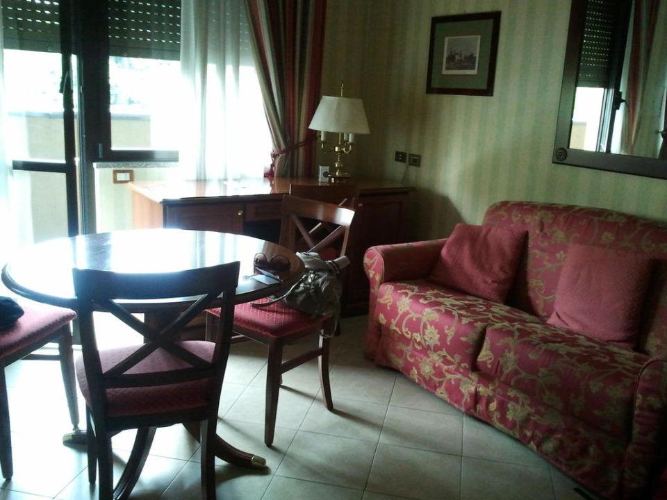 Sofa und Schreibtisch UNAWAY Hotel & Residence Linea Uno  Milano