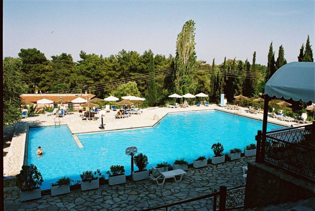 Großer Pool Magna Graecia