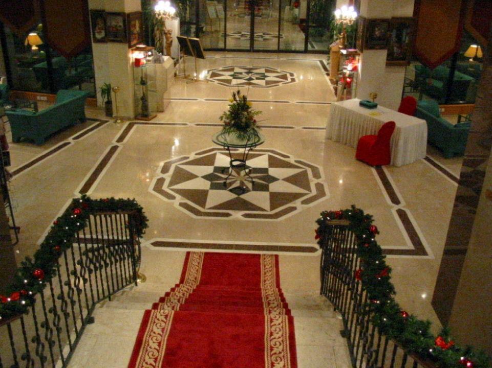 in Richtung Ausgang Hotel Khalidiya Palace Rayhaan by Rotana