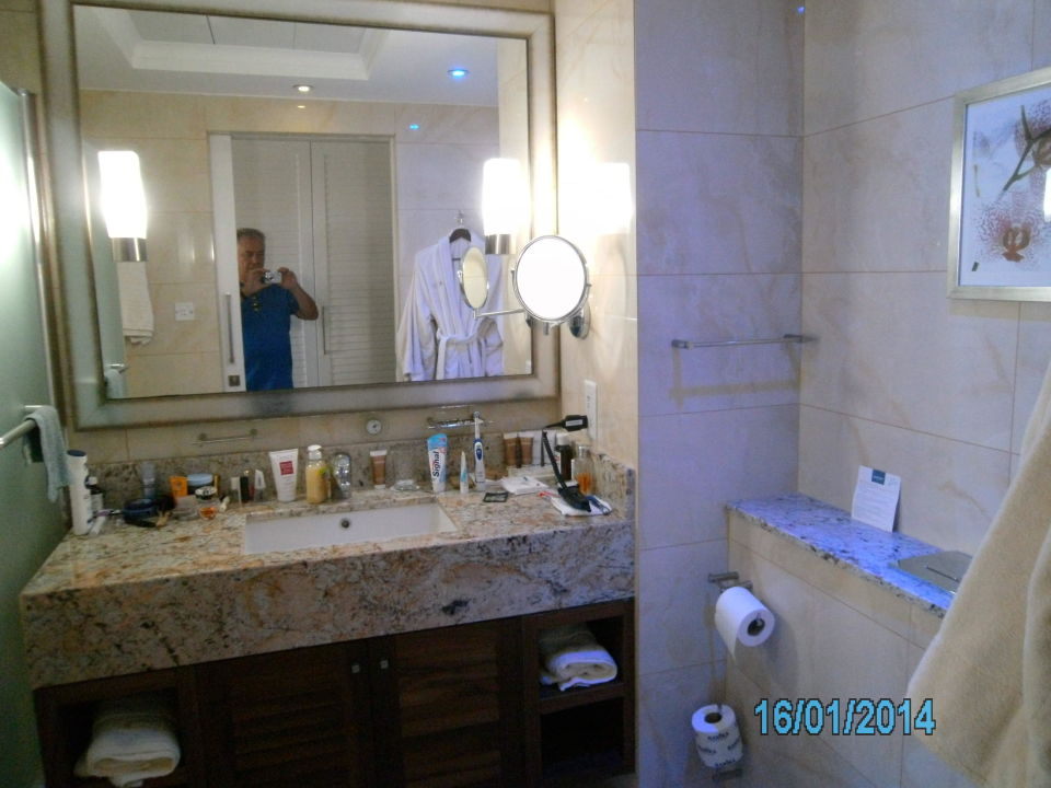 bild badezimmer zu hotel alexander the great in paphos