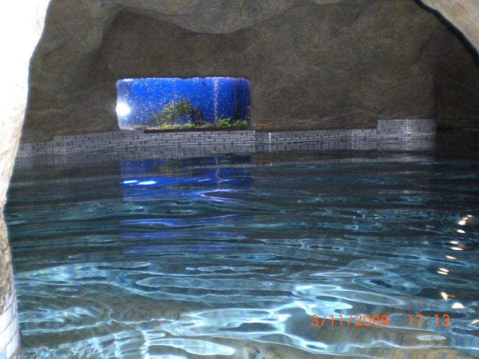 Eines der Grotten mit Aquarium WELLNESS HOTEL BABYLON