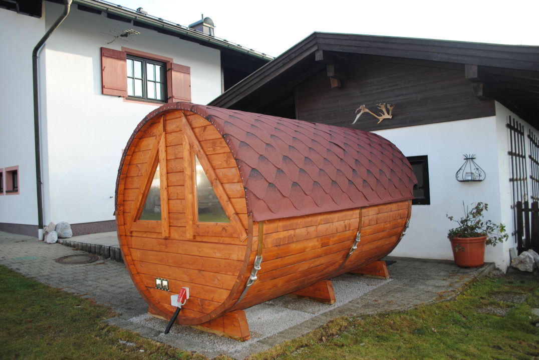 """Sauna Im Freien fass-sauna zur freien nutzung"""" gästehaus katharina (hochfilzen"""