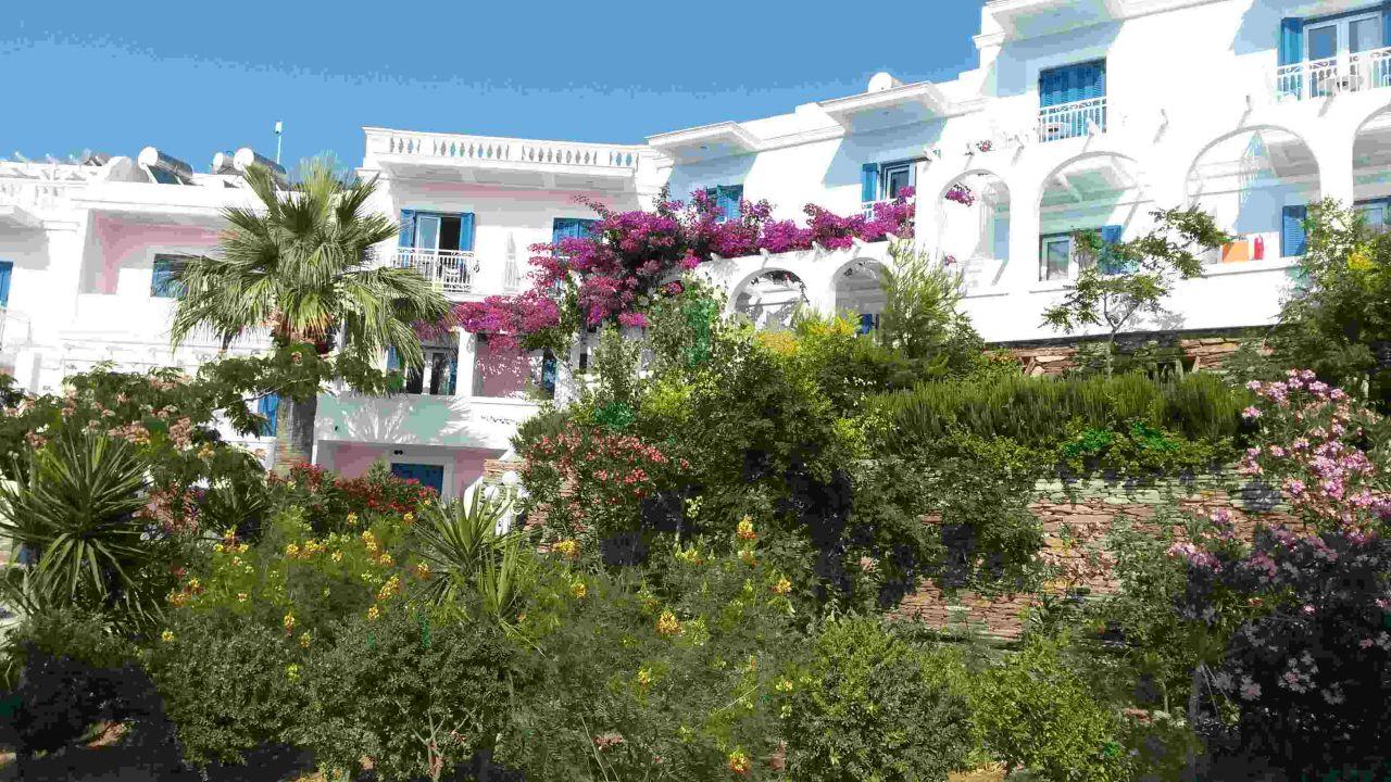 Außenansicht Hotel Aneroussa Beach