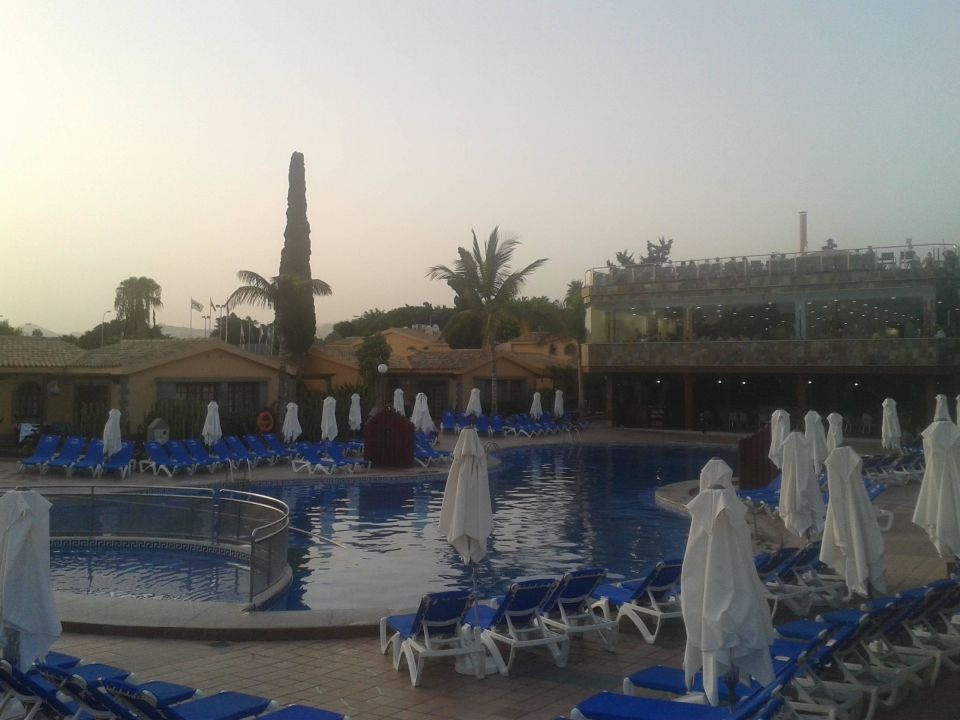 Pool am Abend Maspalomas Resort by Dunas