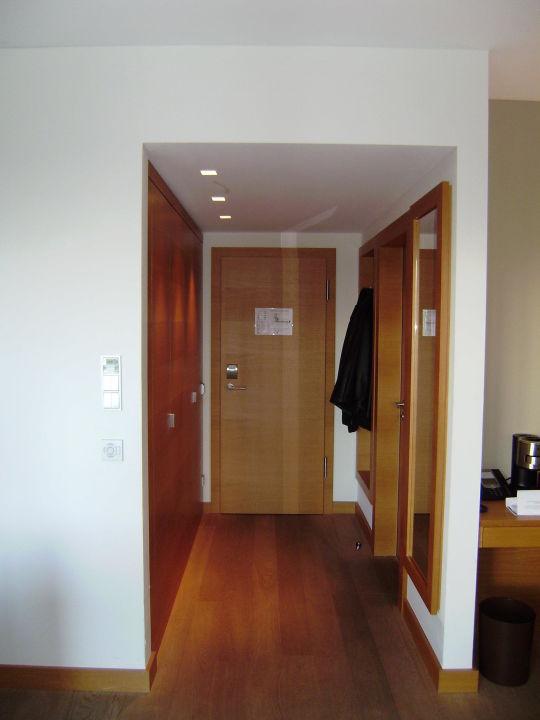 flur mit wandschr nken hotel schlossgut gross schwansee gross schwansee holidaycheck. Black Bedroom Furniture Sets. Home Design Ideas