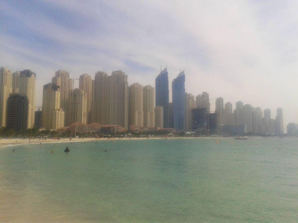 Jumeirah Beach - Blick auf den Beachclub The Meydan Hotel