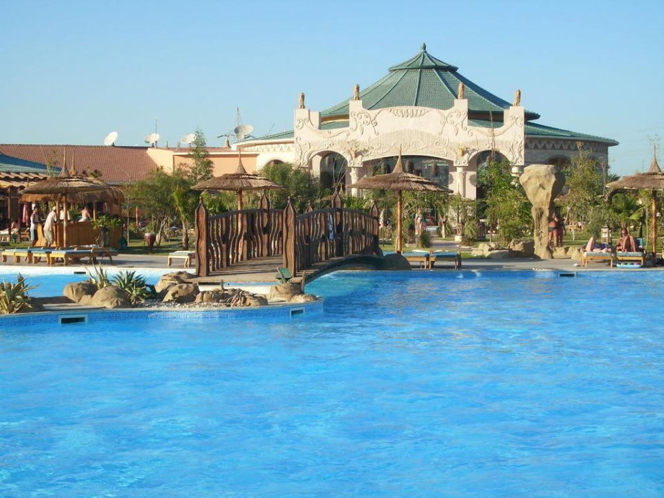 Blick auf Eingangsbereich vom Pool Jungle Aqua Park