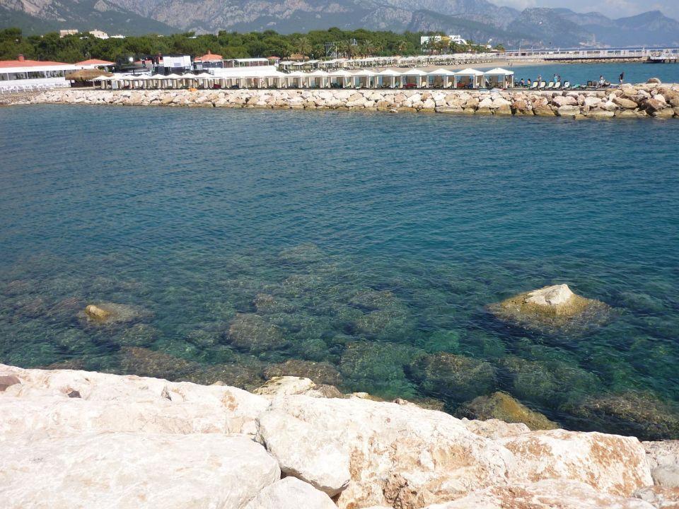 Blick über die Bucht auf das Pier Hotel Rixos Sungate