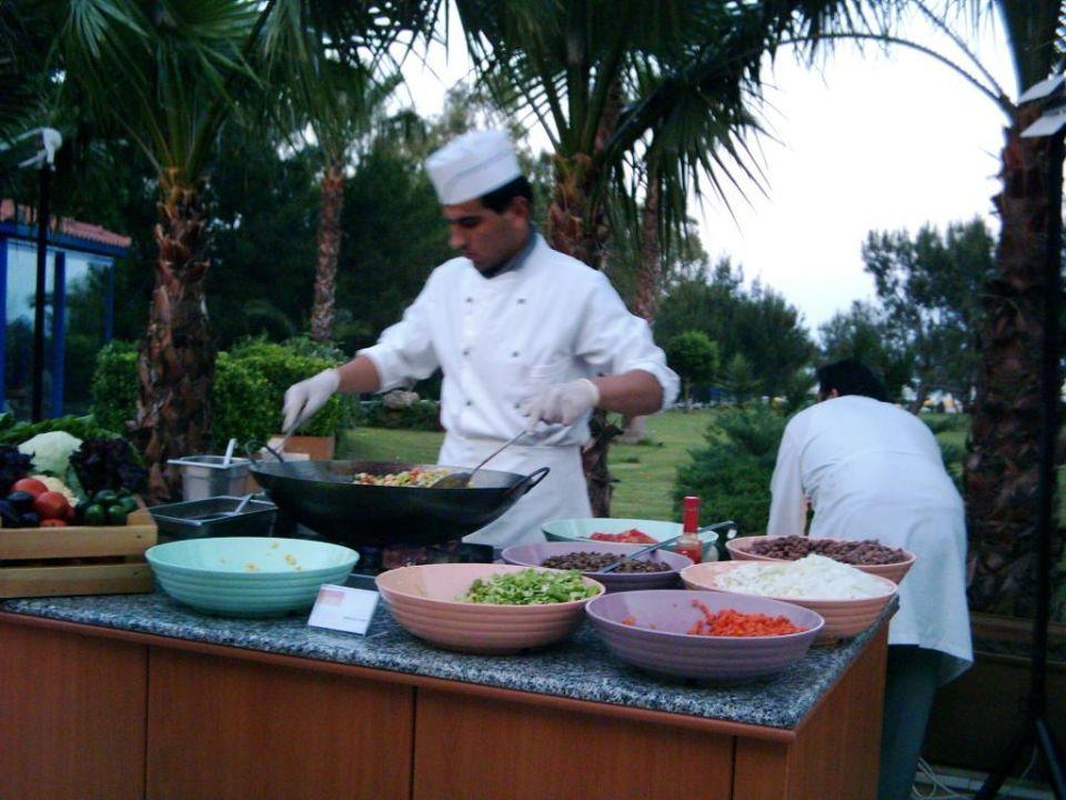 Schaukochen beim Abendessen2 Queen's Park Resort Göynük