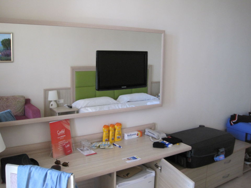 Miniflachbild TV in Spiegel integriert \