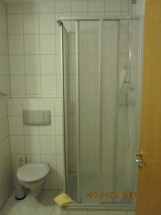 bad toilette mit dusche hotel sonnenhof sonnen. Black Bedroom Furniture Sets. Home Design Ideas