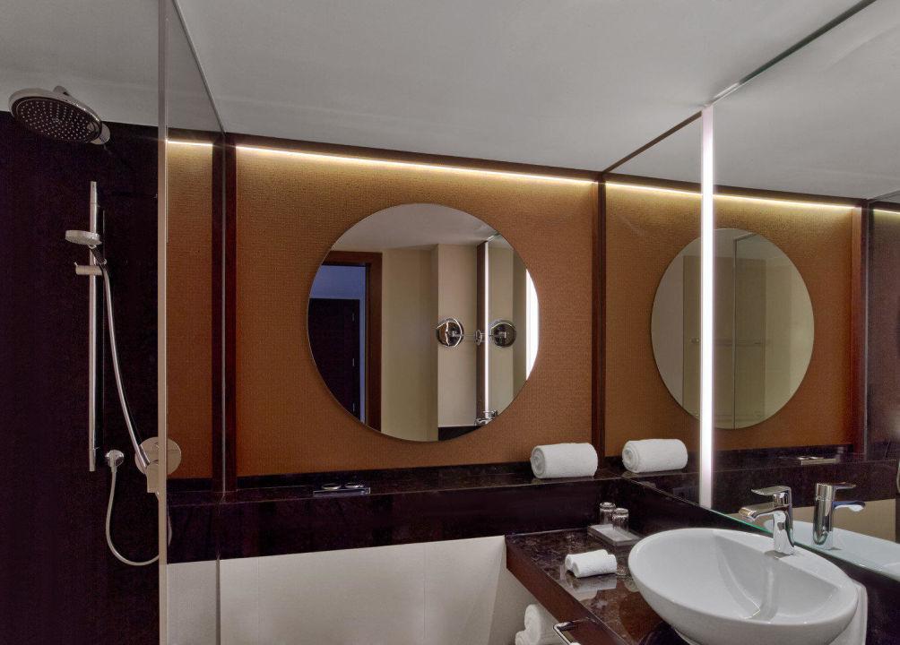 Badezimmer mit begehbarer Dusche\