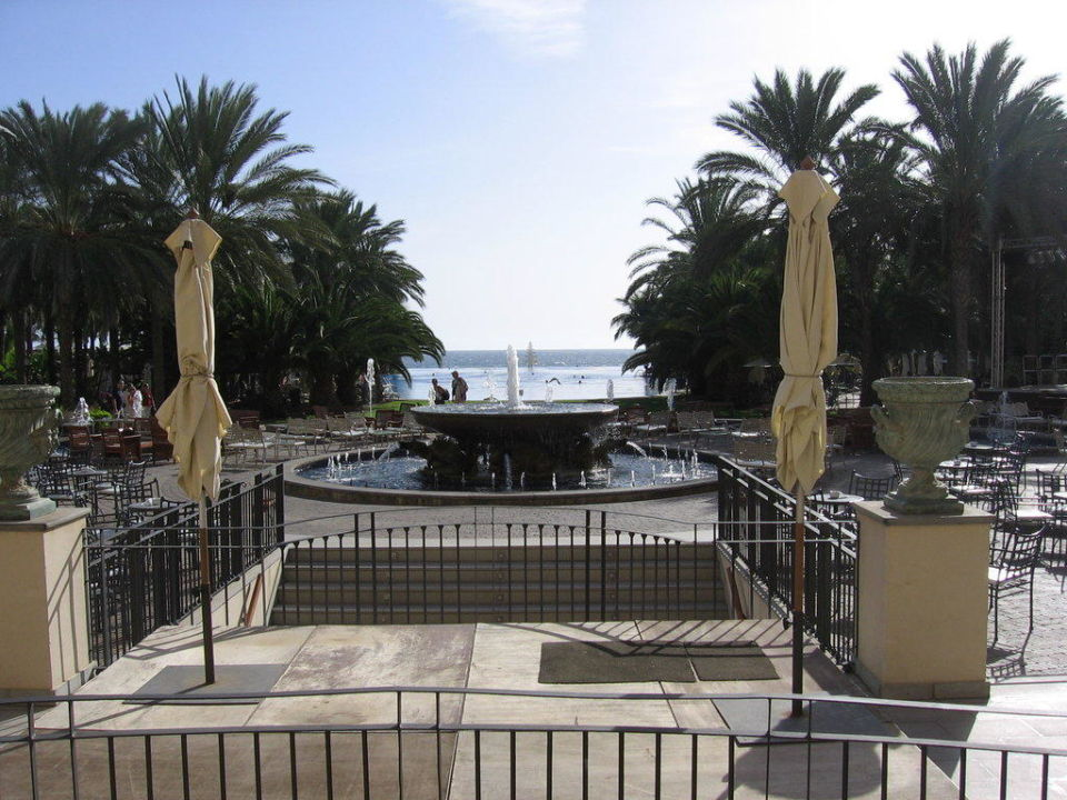 Ausblick zum riesigen Pool Lopesan Costa Meloneras Resort, Spa & Casino