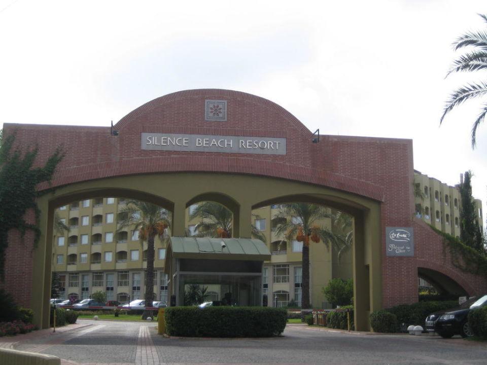 Hoteleinfahrt Hotel Silence Beach Resort