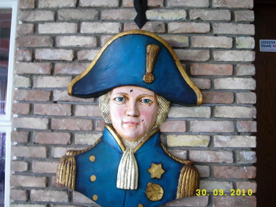 Napoleon Bonaparte oder Admiral Nelson? Green Max Hotel