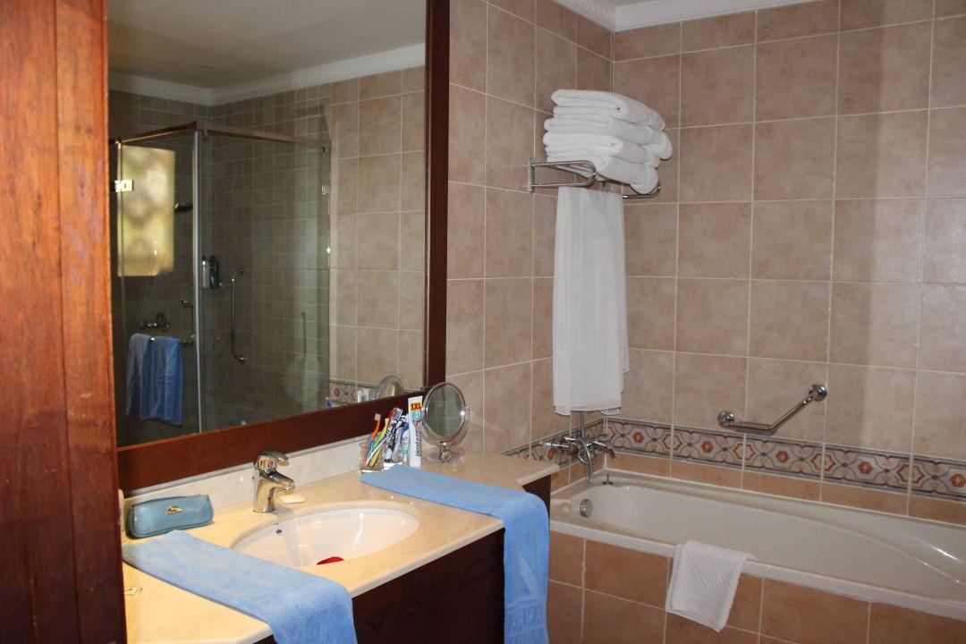 bild grosses badezimmer zimmer 887 zu hilton al hamra. Black Bedroom Furniture Sets. Home Design Ideas