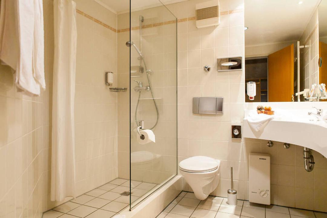 bad mit dusche und wc hotel am park stadtkyll stadtkyll holidaycheck rheinland pfalz. Black Bedroom Furniture Sets. Home Design Ideas