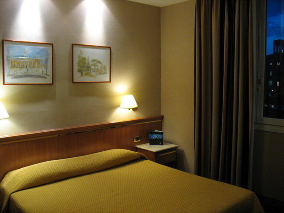 Bett Zimmer 403 Hotel Diocleziano