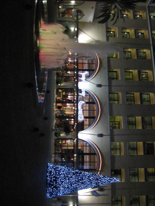 Weihnachtsbaum und Rentiere im Eingangsbereich Lopesan Costa Meloneras Resort, Spa & Casino