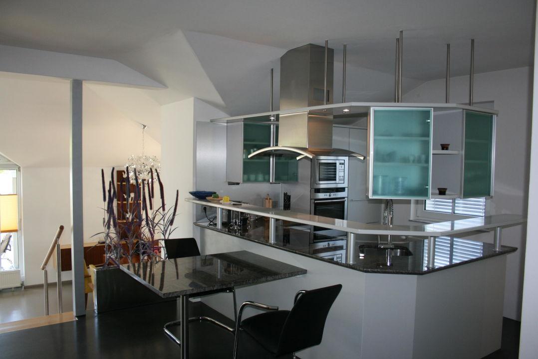 Moderne offene Küche für Kochbegeisterte\