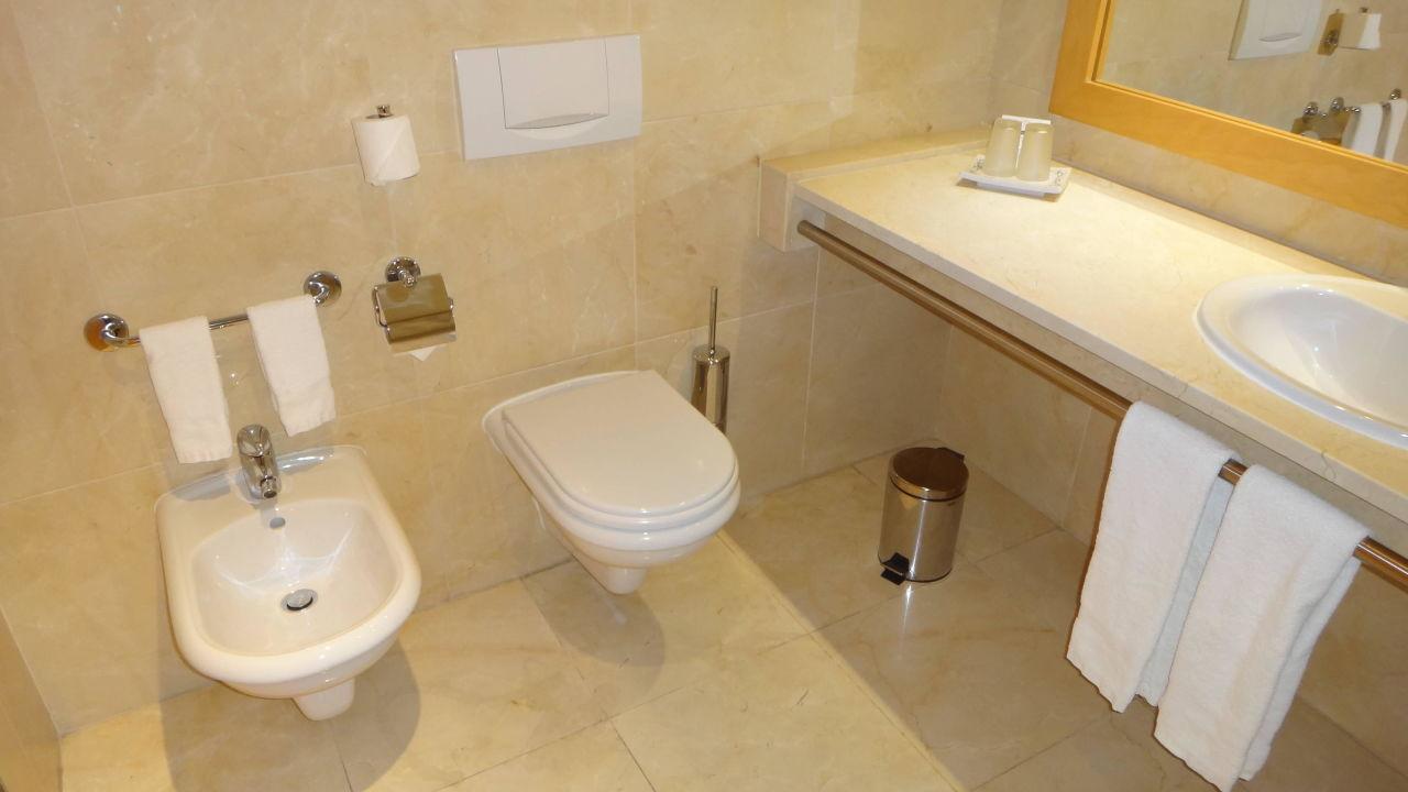 bild arbeitsplatz mit wifi zu hotel real palacio in lissabon. Black Bedroom Furniture Sets. Home Design Ideas