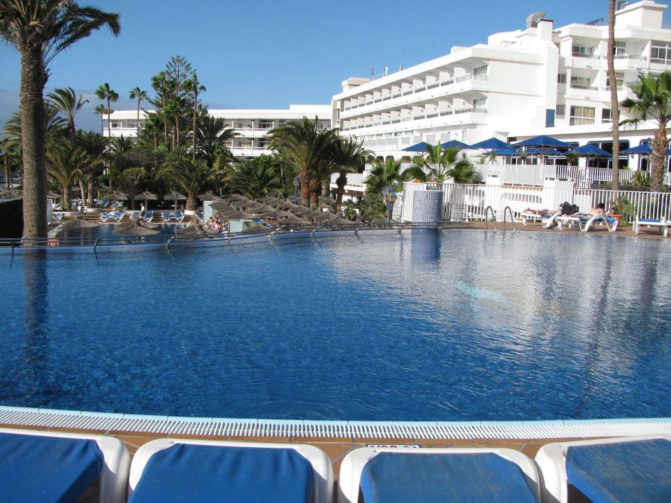 bild sicht an obere pool von der terrasse zu vik hotel san antonio in puerto del carmen. Black Bedroom Furniture Sets. Home Design Ideas