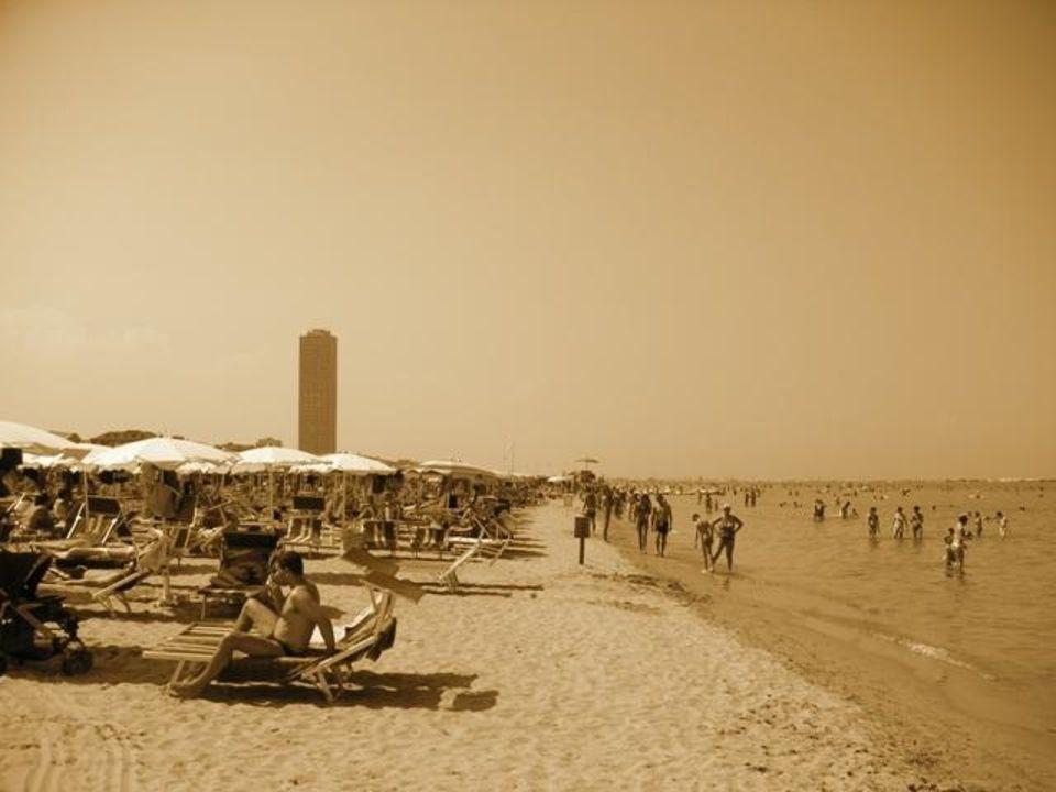 Strandaussicht vom eigenen Bagno des Hotels Club Family Hotel Executive