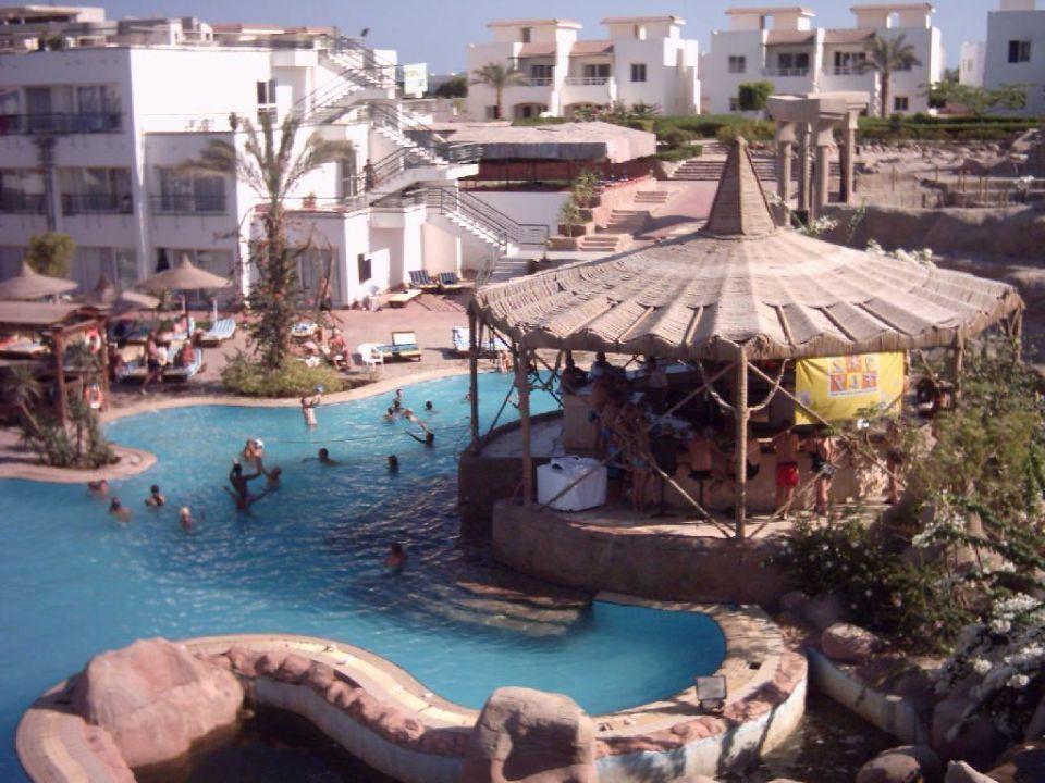 Blick auf den unteren Poolbereich Sharming Inn Hotel