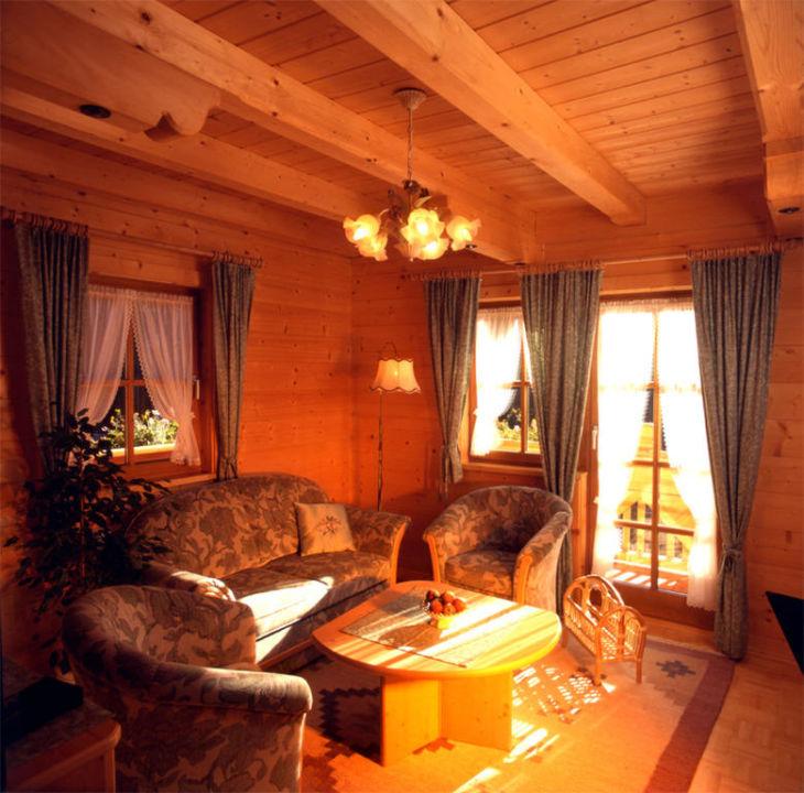 Gemütliches Wohnzimmer Aus Tannenholz Apartment Hotel Bio Holzhaus Heimat