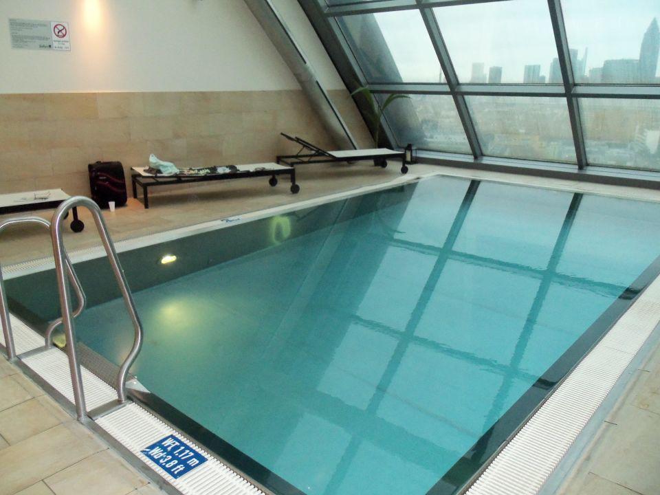 kleiner pool mit gegenstromanlage radisson blu hotel frankfurt frankfurt am main. Black Bedroom Furniture Sets. Home Design Ideas