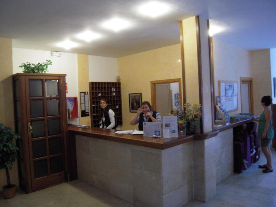 Die Rezeption Hotel Tora