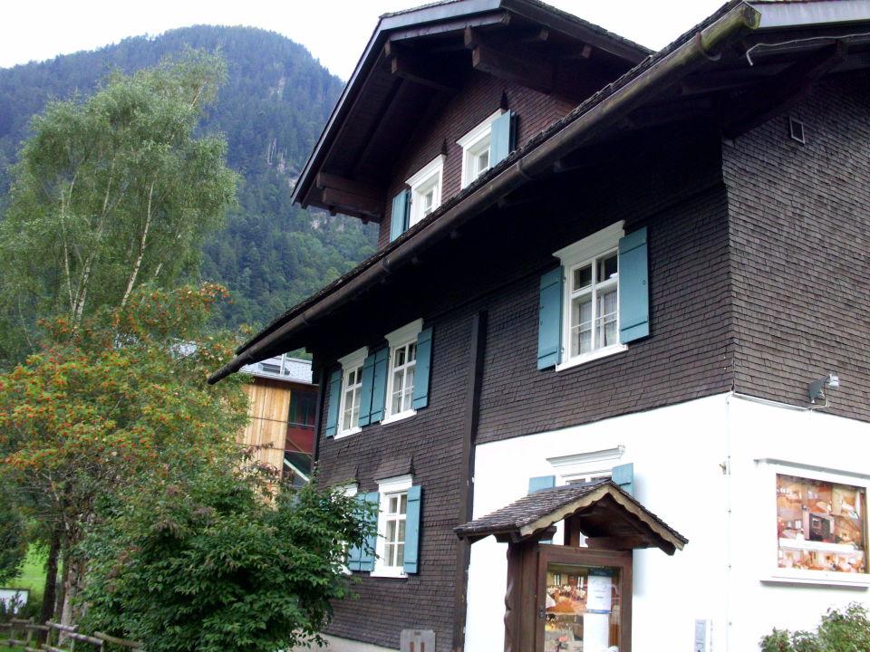 Landhaus seitlich zur Straße\