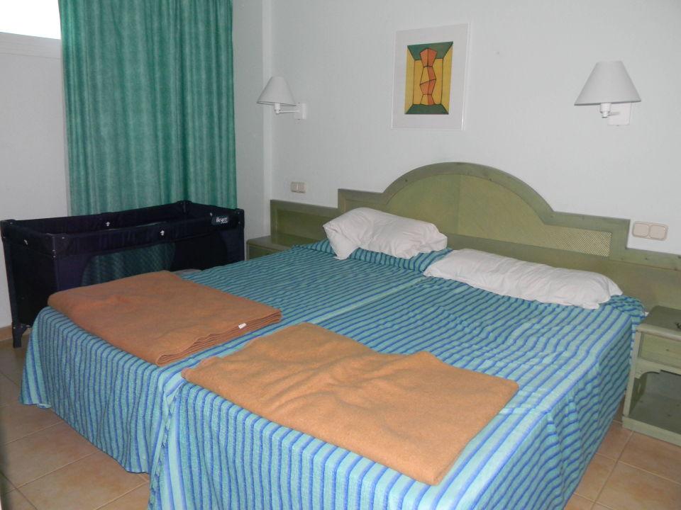Schlafzimmer Mit Babybett Iberostar Ciudad Blanca
