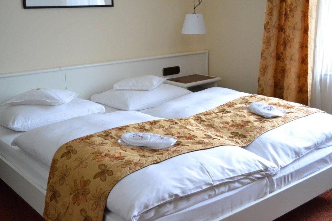 slaapkamer hotel deutscher hof trier trier holidaycheck rheinland pfalz deutschland. Black Bedroom Furniture Sets. Home Design Ideas