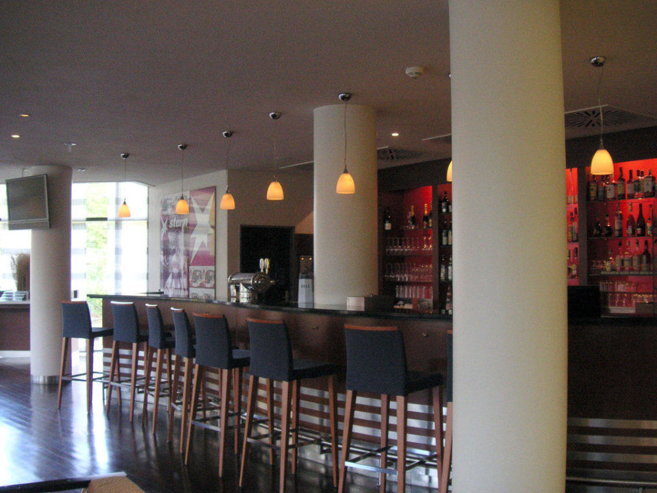 bild im restaurant zu mercure hotel hamburg city in hamburg. Black Bedroom Furniture Sets. Home Design Ideas
