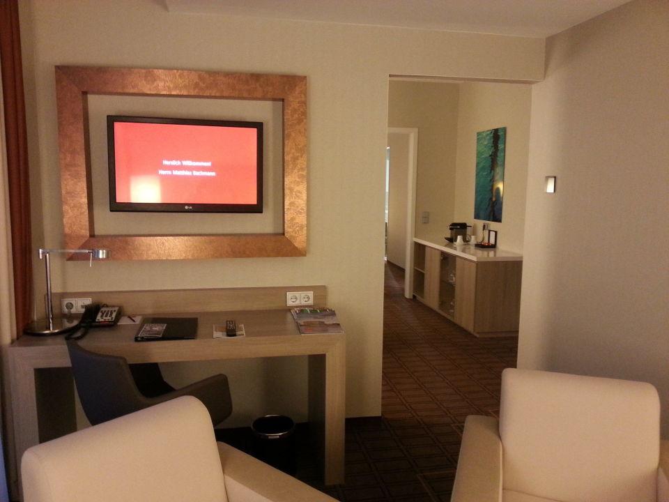 Wohnzimmer Mit Büro Zweiter Fernseher Steigenberger Hotel Bremen
