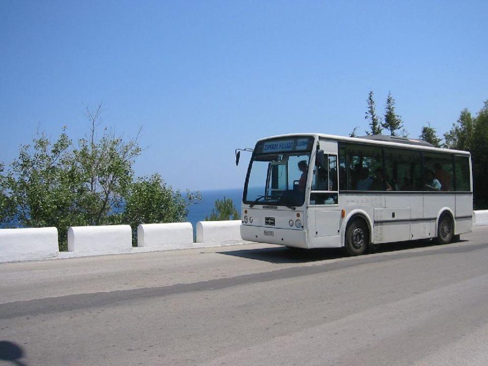 Esperos Village - Minibus innerhalb der Anlage Esperos Village Blue & Spa