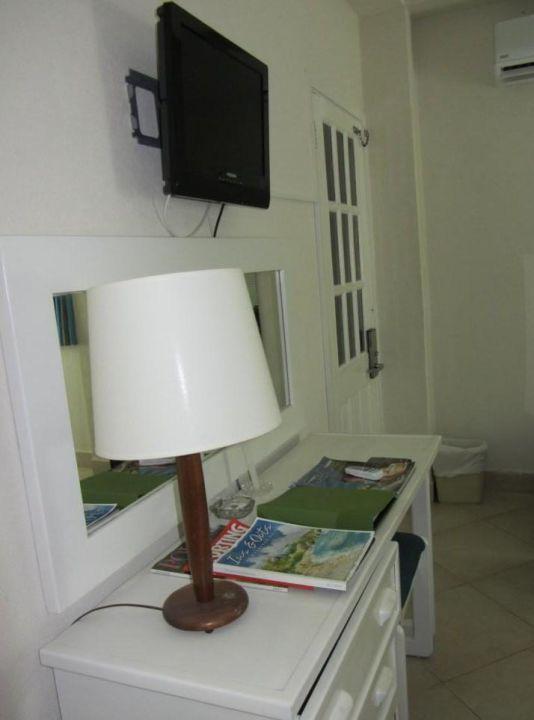 TV und Schreibtisch Hotel Southern Palms Beach Club
