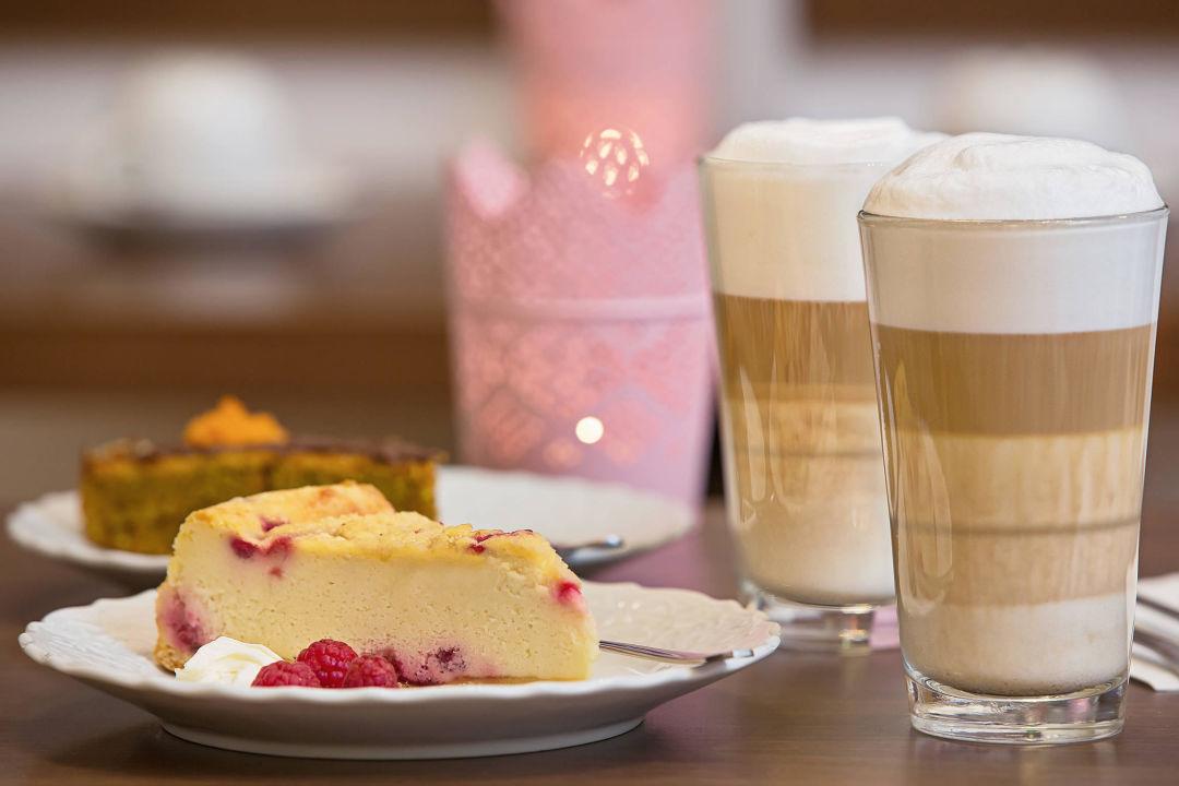 Kaffee Kuchen Gold Hotel Berlin Friedrichshain Kreuzberg