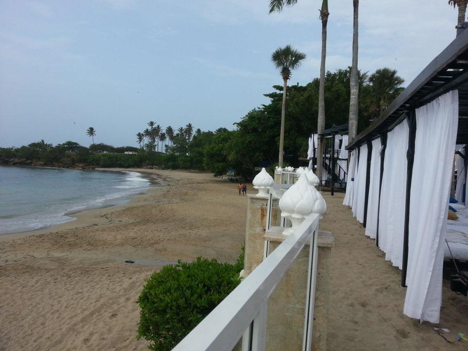 Strandbetten mit Blick aufs Meer Cofresi Palm Beach & Spa Resort