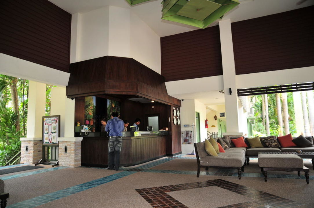 Offene Lobby mit Sitzgruppen The Green Park Resort