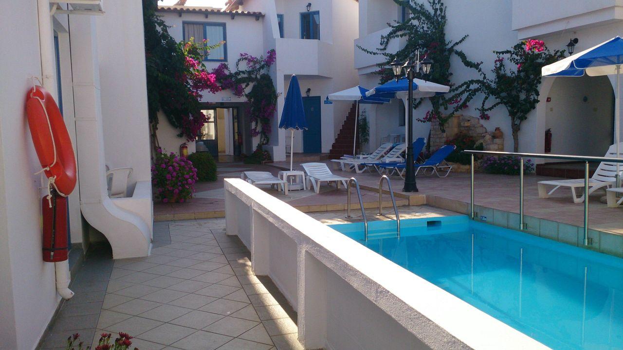 Innenhof  Hotel Iliana Beach